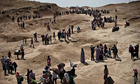 Yazidi refugees from Sinjar head towards Kurdistan region